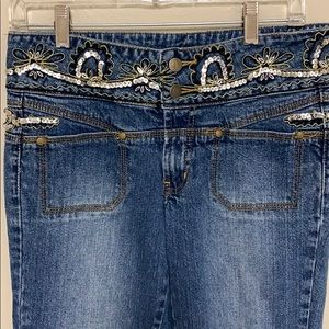 Bison Bisou embroidered sequined waist jeans. 8